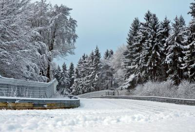 Il Nurburgring sommerso dalla neve