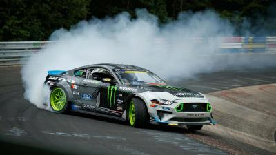 Vaughn Gittin Jr. percorre tutto il 'Ring di traverso. Chapeau