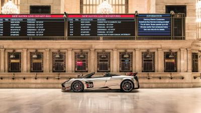 5 Pagani Zonda ed una Huayra al Grand Central Terminal di New York